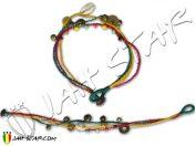 Bracelet en coton ciré tressé de 3 couleurs , vert, jaune et rouge, avec clochettes et coquillages A132